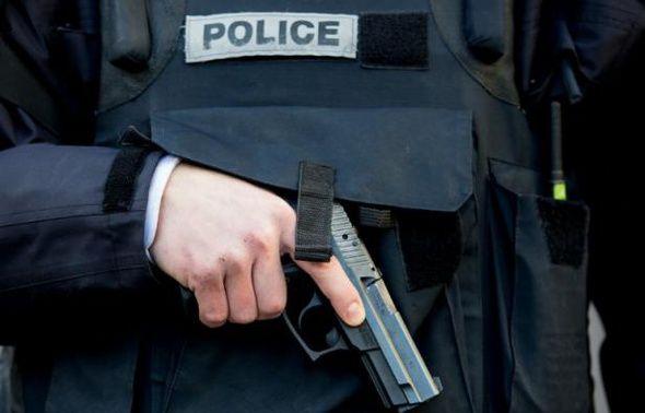 Le procès d'un gardien de la paix, jugé pour avoir tué un fugitif, s'est ouvert devant les assises à Bobigny