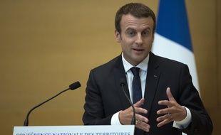 Emmanuel Macron devant la Conférence nationale des territoires réunie au Sénat.
