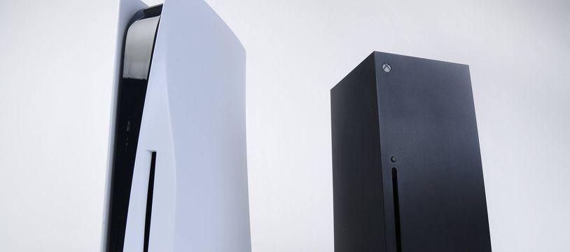 Une Xbox Series X de Microsoft, à droite. (illustration)