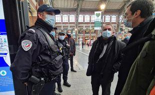 Xavier Bertrand et Jean-Pierre Farandou, président de la SNCF, à Lille.