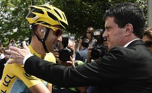 Manuel Valls félicité le vainqueur du Tour de France 2014 à Evry le 27 juillet 2014