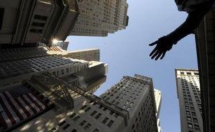La Bourse de New York était en baisse mercredi à la mi-journée, faisant preuve de nervosité à l'approche de la conclusion d'une réunion très attendue de la Réserve fédérale américaine, au lendemain d'élections sans surprise: le Dow Jones perdait 0,14% et le Nasdaq 0,35%.