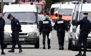 La police encercle le domicile du suspect des tuerie de Toulouse et Montauban sont évacués. A Toulouse, le 21 mars 2012.