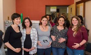 La maternité du Blanc dans l'Indre risque de fermer, les personnels hospitaliers, le collectif citoyen et des habitantes pour certaines enceintes luttent contre cette fermeture.
