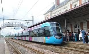 Un train TER à la gare de Clisson.