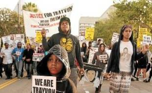Une manifestation en hommage à Trayvon Martin, lundi, à Los Angeles.