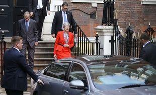 Theresa May quitte les locaux du parti conservateur, le 9 juin 2017.