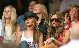 Les femmes des joueurs anglais durant la Coupe du monde 2006, au premier rang desquels Cheryl Cole et Victoria Beckham, le 15 juin 2006