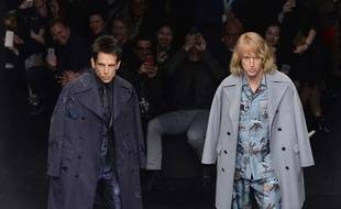 Dereck Zoolander (Ben Stiller, G) et Hansel McDonald (Owen Wilson), lors du défilé Valentino lors de la Fashion Week à Paris, le 10 mars 2015.