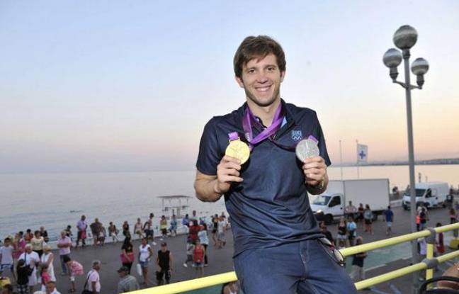 Clément Lefert de retour à Nice avec ses médailles olympiques, le 10 août 2012.