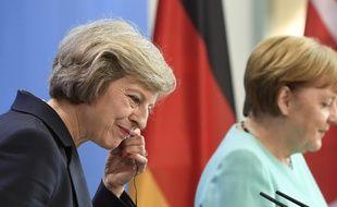 La Première ministre Theresa May,lors de sa première visite en Allemagne.