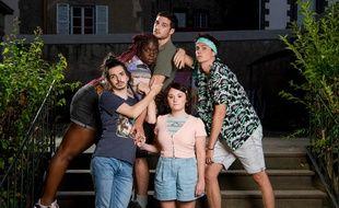 Deborah Lukumuena (Max), Constantin Vidal (Marvin), Louis Peres (Simon), Laurena Thellier (Estelle) et  Leo Grele (Hippolyte) dans la série « Mental ».
