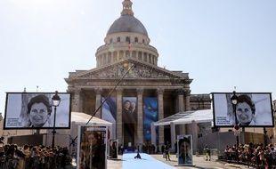 Des milliers de personnes sont venus rendre hommage à Simone Veil, qui entre au Panthéon ce dimanche.