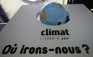 Affiche présentant une exposition à Paris sur le climat, 6 semaines avant la conférence de Paris