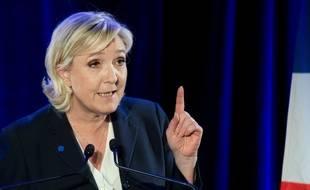 Marine Le Pen nie avoir salarié fictivement un assistant parlementaire