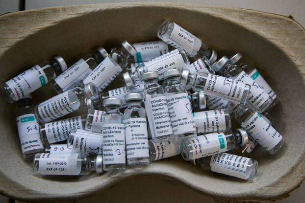 648x415 des flacons vides de vaccin d astrazeneca contre le covid 19