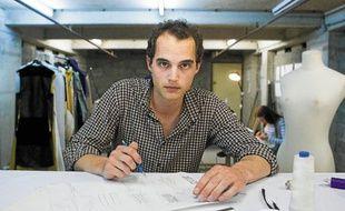 Le créateur Romain Villiers-Moriamé, dans son atelier, mardi.
