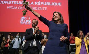 Le Parti socialiste a validé samedi 23 octobre 2021 au Grand Palais de Lille, l'investiture d'Anne Hidalgo, Maire de Paris, pour les élections présidentielles 2022, lors d un meeting présenté comme le véritable lancement de la campagne électorale de la candidate.