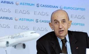 La Chine bloque des achats d'Airbus par les compagnies chinoises en représailles à la taxe carbone européenne, a révélé jeudi Louis Gallois, le patron de l'avionneur européen EADS.