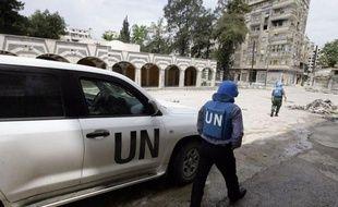 Les forces du régime syrien de Bachar al-Assad ont tué jeudi quatre étudiants et en ont arrêté 200 autres à Alep, deuxième ville du pays, faisant fi de la présence des observateurs internationaux de l'ONU et du cessez-le-feu instauré il y a près de trois semaines.