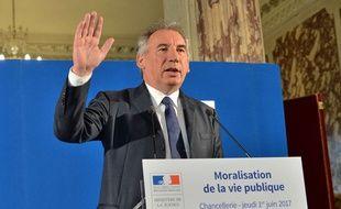 François Bayrou, garde des Sceaux, veut mettre le holà à certains dérives qui nuisent à la confiance des citoyens en leurs élus.