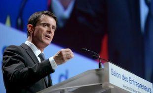 Le Premier ministre français Manuel Valls fait un discours au salon des entrepreneurs à paris, le 3 février 2016