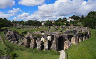 L'amphithéâtre dispose de 15.000 places.