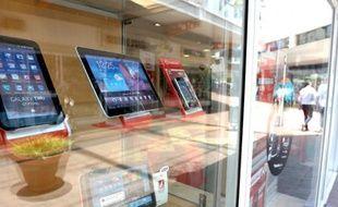 Plus grandes qu'un téléphone, plus petites qu'un ordinateur, elles étaient présentées comme le summum de la mobilité: pourtant, quatre ans après leur lancement, les tablettes tactiles sont surtout utilisées à la maison, privant de revenus les opérateurs mobiles.