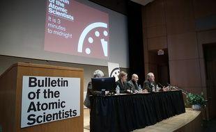 Les scientifiques du Bulletin of the Atomic Scientists lors d'une conférence de presse à Washington le 22 janvier 2015, après que l'horloge de l'Apocalypse a été avancée de deux minutes.