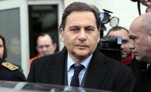 """Le ministre de l'Industrie Eric Besson a confirmé lundi qu'il existait """"plusieurs repreneurs possibles"""" pour la raffinerie Petroplus de Petit-Couronne, près de Rouen, qui a été placée en redressement judiciaire mercredi."""