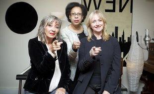 Trois anciennes clodettes, Anne Lafitte (g), Lydia Ketty Naval (c) et Nadine Ligeron, alias Prisca, posent dans le studio d'enregistrement Claudia Sound à Aubervilliers.