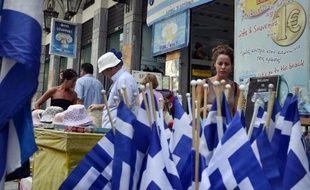 Un magasin de souvenirs à Athènes, le 22 août 2014