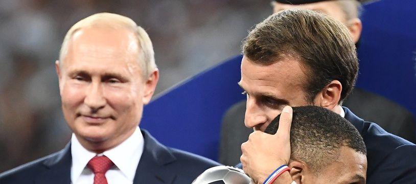 Emmanuel Macron et Kylian Mbappé en pleine séance de câlins.