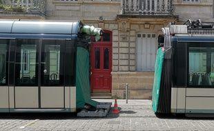 Plusieurs rames restées bloquées sur la ligne C à Bordeaux, ont dû être découpées pour être acheminées vers le centre de maintenance.