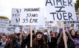 Les pancartes avec les noms des femmes tuées par leur conjoint ou leur ex en 2019, lors d'une manifestation à Paris le 23 novembre 2019.