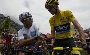 Nairo Quintana et Chris Froome se serrent la main avant le départ de la 20e étape du Tour de France, le 25 juillet 2015.