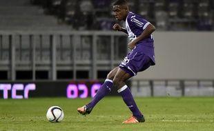 Le jeune défenseur du TFC Issa Diop dispute son premier match de Ligue 1 contre Nice, le 28 novembre 2015 au Stadium de Toulouse.