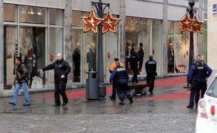 Quatre personnes, dont le tireur, ont été tuées et 75 ont été blessées mardi, à Liège, lorsqu'un homme de 33 ans a lancé des engins explosifs et tiré dans la foule sur la principale place de cette ville belge, a annoncé le procureur du Roi, Danielle Reynders.