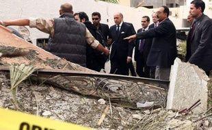 """Le président François Hollande a indiqué mercredi que l'attentat contre l'ambassade de France en Libye, dans lequel deux gendarmes français ont été blessés, n'avait """"pour l'instant"""" pas été revendiqué."""