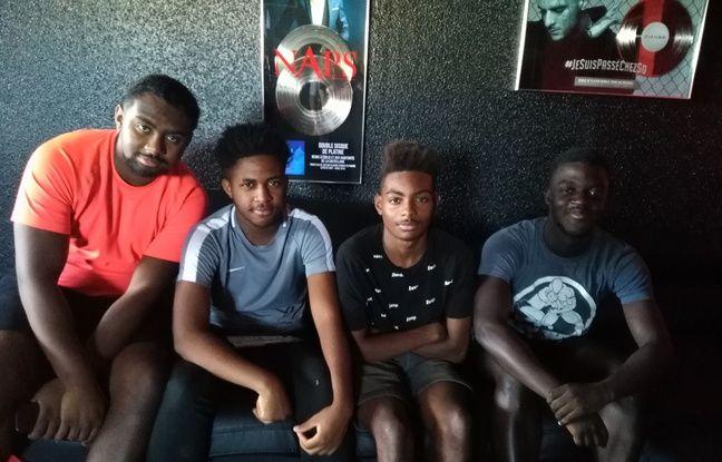 Des jeunes bénévoles du Castellival à Marseille.