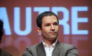 """Le porte-parole du parti socialiste, Benoît Hamon, a dit dimanche que le dossier des retraites n'était """"pas clos"""" et que le PS, s'il est élu en 2012, """"engagera une négociation collective avec les syndicats sur la solidarité, et donc sur les retraites""""."""