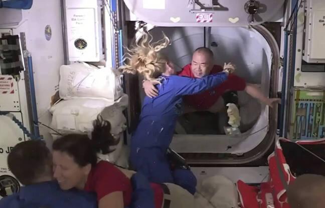 648x415 rencontre entre astronautes apres arrimage capsule dragon spacex iss