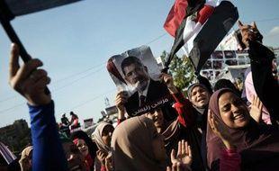 Les partisans du président islamiste destitué Mohamed Morsi ont appelé dimanche à de nouvelles manifestations en Egypte alors qu'expire un ultimatum de fait et que les autorités s'apprêtent à disperser de force leurs sit-in sur deux places du Caire