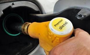 """En faisant baisser les prix des carburants, le gouvernement a créé une """"spirale dangereuse"""" qui met en péril près de 2.000 stations-service indépendantes, a affirmé un représentant du secteur dans un entretien au Bulletin de l'industrie pétrolière (BIP) publié jeudi."""