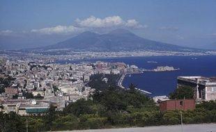 Vue générale de Naples, sa baie et le Vésuve, en Italie.