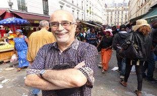 Greeter, Pierre Le Petit fait découvrir bénévolement de nombreux coins de Paris, dont le quartier de la Goutte d'Or.