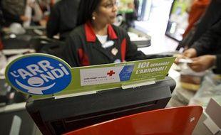 Mise en place de système de Micro-don l'Arrondi dans un supermarché Franprix à Paris, le 18 septembre 2013.