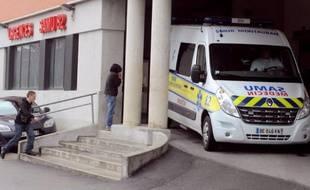 Illustration - Une ambulance des urgences à l'hôpital de Montauban (Tarn-et-Garonne).
