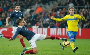 Antoine Griezmann a délivré une passe décisive sur corner à Raphaël Varane, lors du match France-Suède (1-0), le 18 novembre 2014.