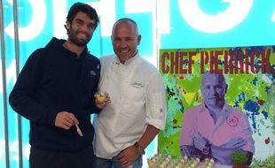 Le chef-pâtissier Pierrick Boyer avec le joueur espagnol pablo Andujar, lors de l'Open d'Australie 2015.
